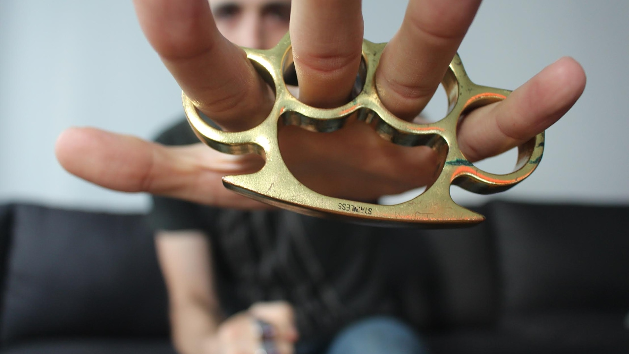 Brass knuckles and Knife Overview
