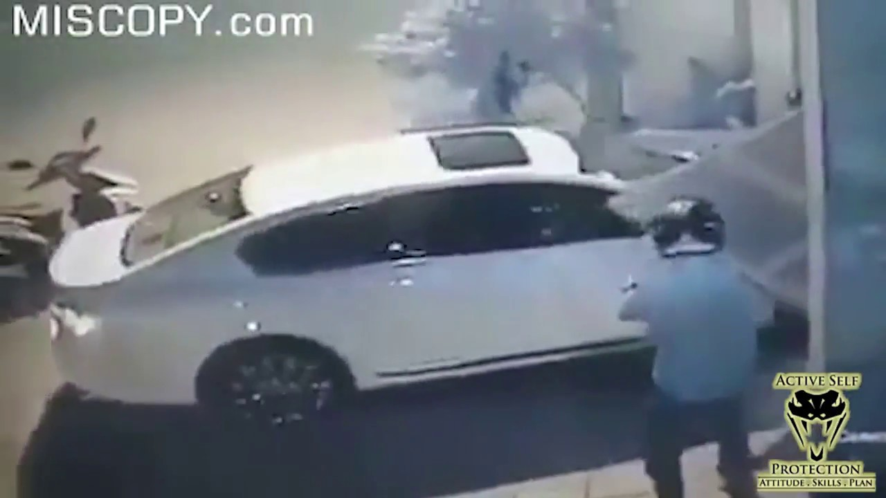 A Reminder Caught on Camera to ONLY Resist Robbers in Smart Ways| Active Self Protection