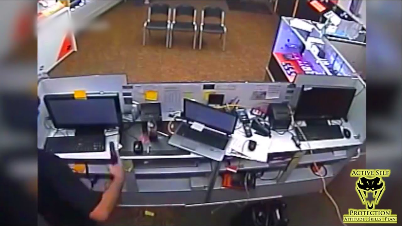 Alert Store Manager Stops Armed Robbery as it Starts | Active Self Protection