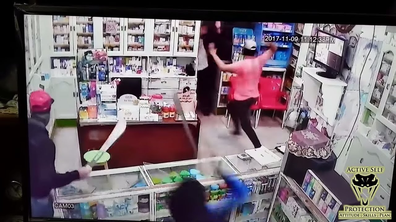 Shop Keeper Uses Quick Thinking to Protect Himself | Active Self Protection