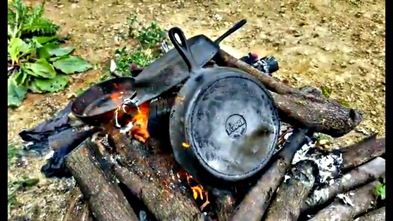 Cleaning and restoring cast iron skillets