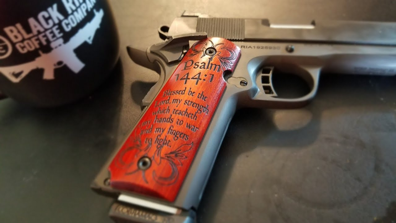 How to properly carry a 1911 pistol